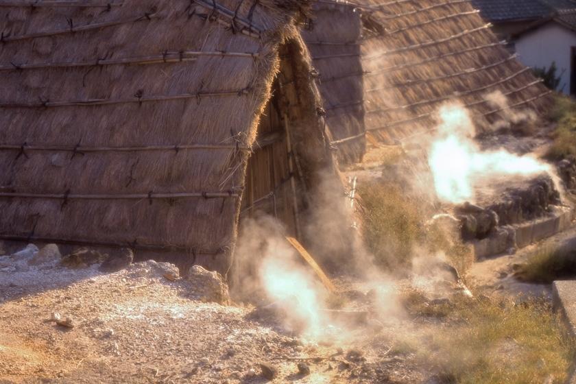 明礬温泉 湯の花小屋